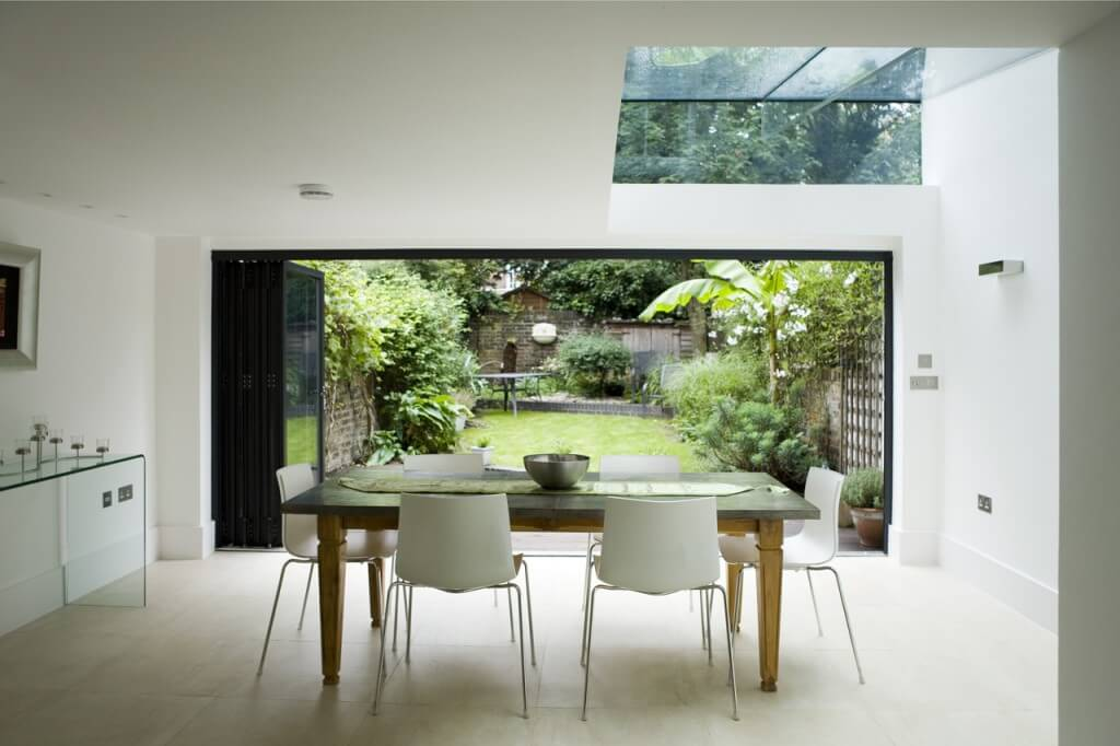 Dining area in a conservatory